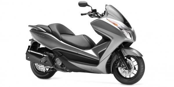 scooter 300 ccm motorbike class with 25 hp strong and fast for driving license A2