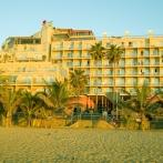 Hotel Reina Isabel seen from the Canteras beach