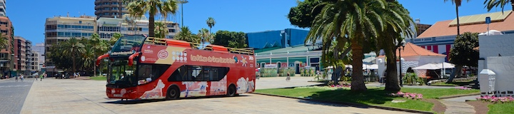 Foto of the red city sightseeing bus in Las Palmas at Parque Santa Catalina